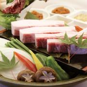 溢れる肉汁に甘みのある沖縄県産「甘熟島豚(かんじゅくしまぶた)」