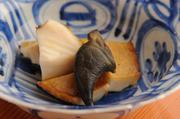 本来の塩気を生かすため、調味料を敢えて使用せず、磯の香りと自然の旨味を堪能できる贅沢な一皿です。