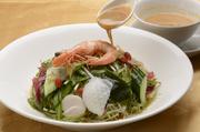 青菜、椎茸等の野菜を使用したうま味と苦みのバランスをご堪能ください。