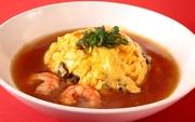Basicな天津飯には大きめの海老入りです。