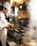 本場の職人が一つ一つ手作りで作る餃子と料理は絶品です!!