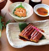 リピーターが多いメニューです。肉厚で脂ののった金目鯛を、丁寧に下処理してふっくらと煮付けています。