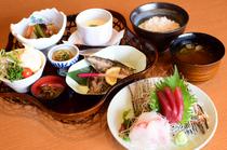 豪華で豪快! たっぷり旬の魚介類が楽しめるイチオシ『海鮮丼』