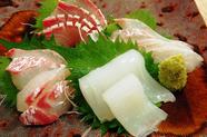 旬の魚介を楽しめる『お造り盛り合わせ』