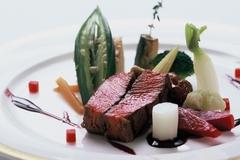 全8品のコースとなっており、当店自慢の料理を凝縮させた内容となっております。