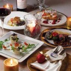 今一番旬な食材を料理長が様々な料理でご用意。前菜、スープ、魚料理、肉料理、デザートなど全9品をご用意