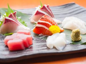 神戸で獲れたての海の幸を贅沢に合わせた『お造り盛り合わせ』