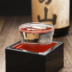 焼酎が主流の九州・鹿児島にあって、なおかつ、店主が選び、味の変化を楽しめる日本酒も存分に味わえるお店です。