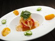 にんじんを使ったオリジナルの手づくりドレッシングで味わう朝摘みトマトはまた格別。目と舌で味わえます。