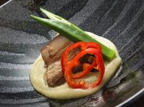 鹿児島県産黒豚の『皮つきバラ肉の柔らか煮 茄子のソースで』