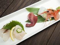 その日に入荷した美味しい魚介を盛り込んだ『お刺身盛り合わせ』