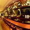 白と茶が基調の店内はオシャレで落ち着いた空間を提供しています