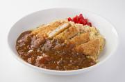 鶏肉をどんっと190gのせた、ボリューム満点のアジアンピラフです。 ソースをたしてお好みの味を楽しんでいただけます。