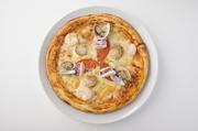 ベビフェのオリジナルピザ生地はもっちりとしたナポリピザタイプ。 イタリアで最もポピュラーなマルゲリータは、トマトソースとバジルの相性がバツグン!  ベビーフェイス、ピザ人気No.1!