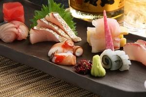 新鮮なネタで握る『寿司盛り合わせ(七種)』