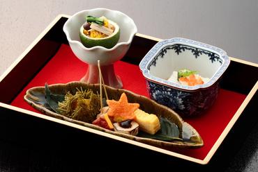 コースの中から『菊花和え』『胡麻豆腐』『栗いが揚げ』