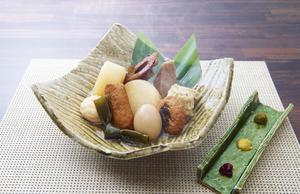カツオと鶏ガラを使用した出汁が自慢の『おでん五点盛り合わせ』