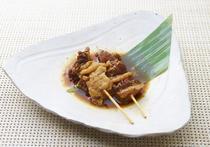 国産のすじ肉を使用した、とろける美味しさ『牛すじ』