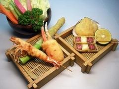 お客様のペースに合わせ串揚げと日本料理の小鉢をお出ししますので宜しいところでストップをおかけ下さい
