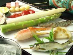 日本料理と串喝を組み合わせてコース料理に致しました。メニューは日替わりです。旬の食材を存分にどうぞ。