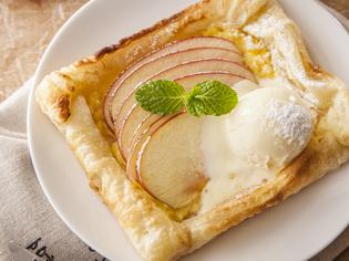 自慢の窯で焼き上げた自家製アップルパイ!