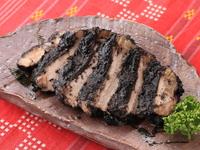上流の人がお正月に接待料理としてつくっていたみぬだる。豚ロースを黒胡麻のたれに漬け蒸し焼きにしました