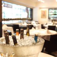 フランス料理には同国のワイン。料理や好みに合うワインを選んでもらい、至福のマリアージュをどうぞ。
