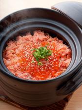 『村上塩引き鮭のはらこ釜飯』(2人前から承ります)