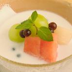 西瓜と桃、マスカットをココナツミルクと合わせた優しいアジア風のデザートです