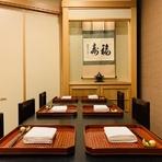 ゆったりと落ち着いて食事やお酒をお楽しみいただけるような、個室のお席がございます。