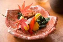 【花懐石コース】 季節の食材を堪能して頂けるお昼のおすすめコースとなっております。