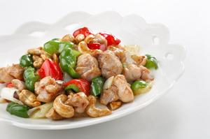カリッとした食感と野菜が調和した『鶏肉とカシューナッツ炒め』