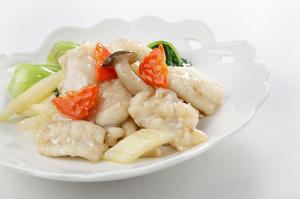 滋味深さが人気の『白身魚と野菜ナンプラー醤香り炒め』