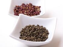 四川から取り寄せる花山椒、また豆板醤など本場の香辛料を使用
