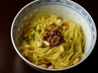 すぐにまた食べたくなる魅惑の小椀『汁なしタンタン麺』