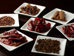 味のベースとなる香辛料は、医食同源を根底にセレクト