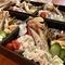 日本酒も多数あり、30種類の「おちょこ」をお客様が選べます