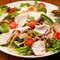 しっとりとした味わい『鷄むね燻製サラダ』