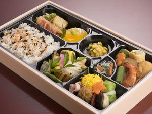 開けてうれしい、色とりどりの美味『季節の会席お弁当』