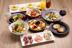 色々な料理をバランスよく食べられるお得なコース♪取り分けてお召し上がり頂くカジュアルなスタイルです。
