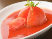 収穫される時期により、酸味や甘みが異なる「トマト」。その都度ひとつひとつの特性を把握し、調整することで旨みが最大限に引き出されています。単なる「トマト」に非ず、味わえばその美味しさに大人も驚愕。