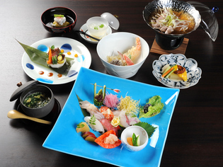 その日の旬を寿司で味わい、新鮮な魚を堪能する