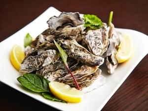 岡山県日生産 牡蠣の白ワイン蒸し