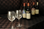リーズナブルなものからゲランヴァンまでご用意しております。スタッフまでお尋ねください。 拘りのワインをお持ちのお客様。お持込も可能でございます。まずはお電話でお問い合わせください。