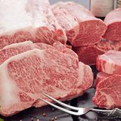 厳選を重ねた国産黒毛和牛を使用したコース。8000円(税込価格)よりご用意しております。