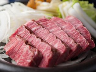 南部鉄の鉄皿で提供する【三田屋】の看板メニュー『ステーキ』