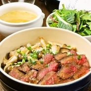 スープ、ナチュラル野菜サラダ付き。