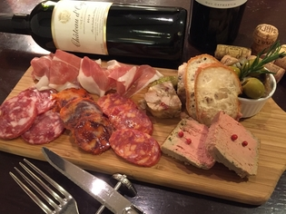 イタリア・パルマ産の生ハムや、スペイン産イベリコチョリソ