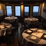 同ビル内の2階に【施家菜 別館】がオープン。香港の高級料理店をイメージした落ち着いたら雰囲気の店内で、5名様よりご予約賜ります。貸切の場合は15名様から24名様迄対応させて頂きます。