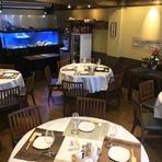 香港の高級料理店をイメージした落着た雰囲気。貸切は15名様から24名様迄対応させて頂きます。